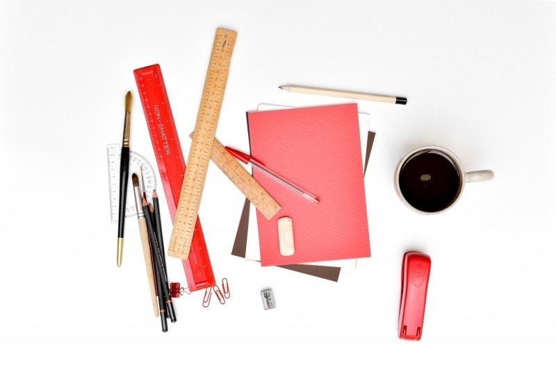 https://www.educfrance.org/wp-content/uploads/2020/02/aerial-view-of-coffee-cup-rulers-notebook-and-stapler-on-white-background.jpg