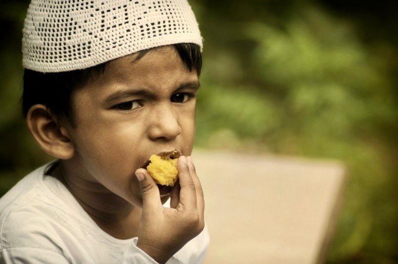 https://www.educfrance.org/wp-content/uploads/2020/02/kid-boy-muslim-eat-eating-ramadan-islamic-islam.jpg