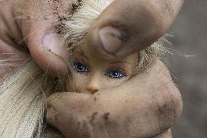 https://www.educfrance.org/wp-content/uploads/2020/02/oppression-women-violence-barbie-wrist-feminism.jpg