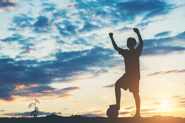 https://www.educfrance.org/wp-content/uploads/2020/02/silhouette-enfants-jouant-au-football_1150-5357.jpg